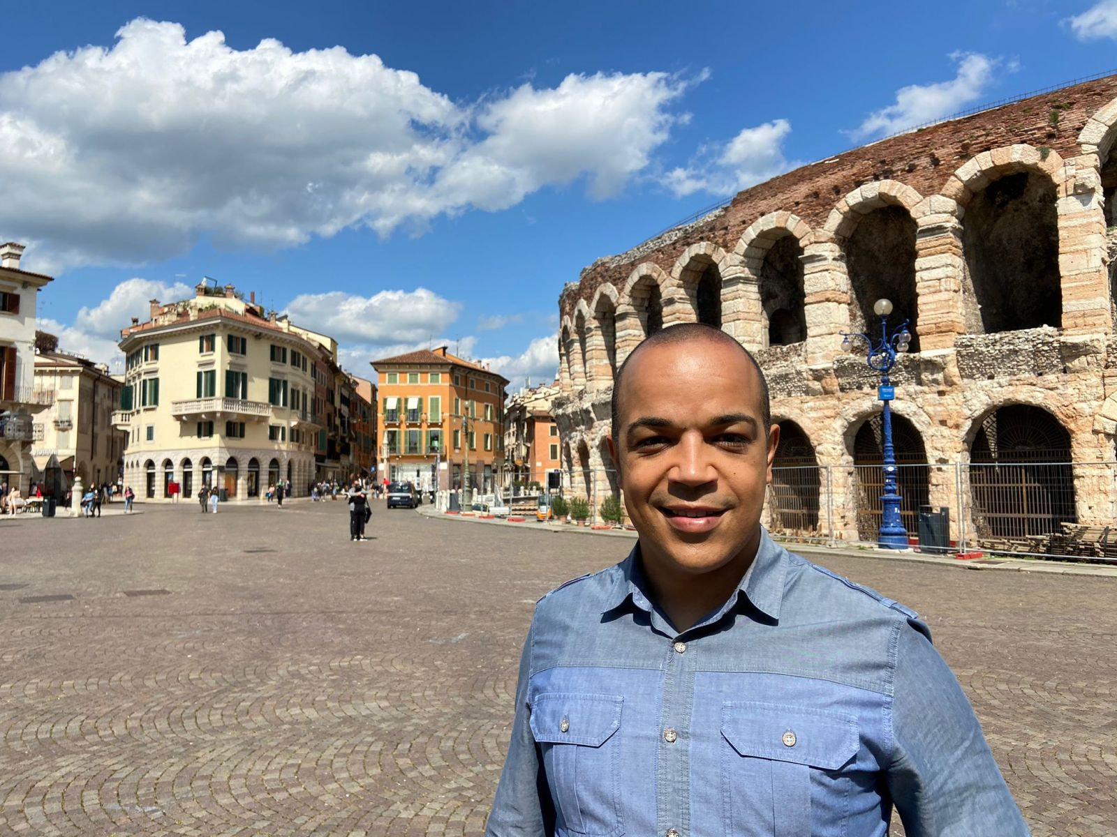 Dagmar de Oliveira (39) mora na Itália e disse que imunização está lenta I Foto: Arquivo pessoal