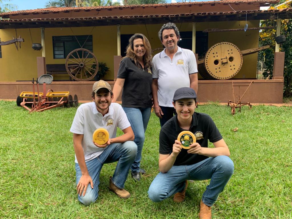 Walkiria e a família trabalham com a produção de queijos e planejam nova expansão | ACERVO PESSOAL