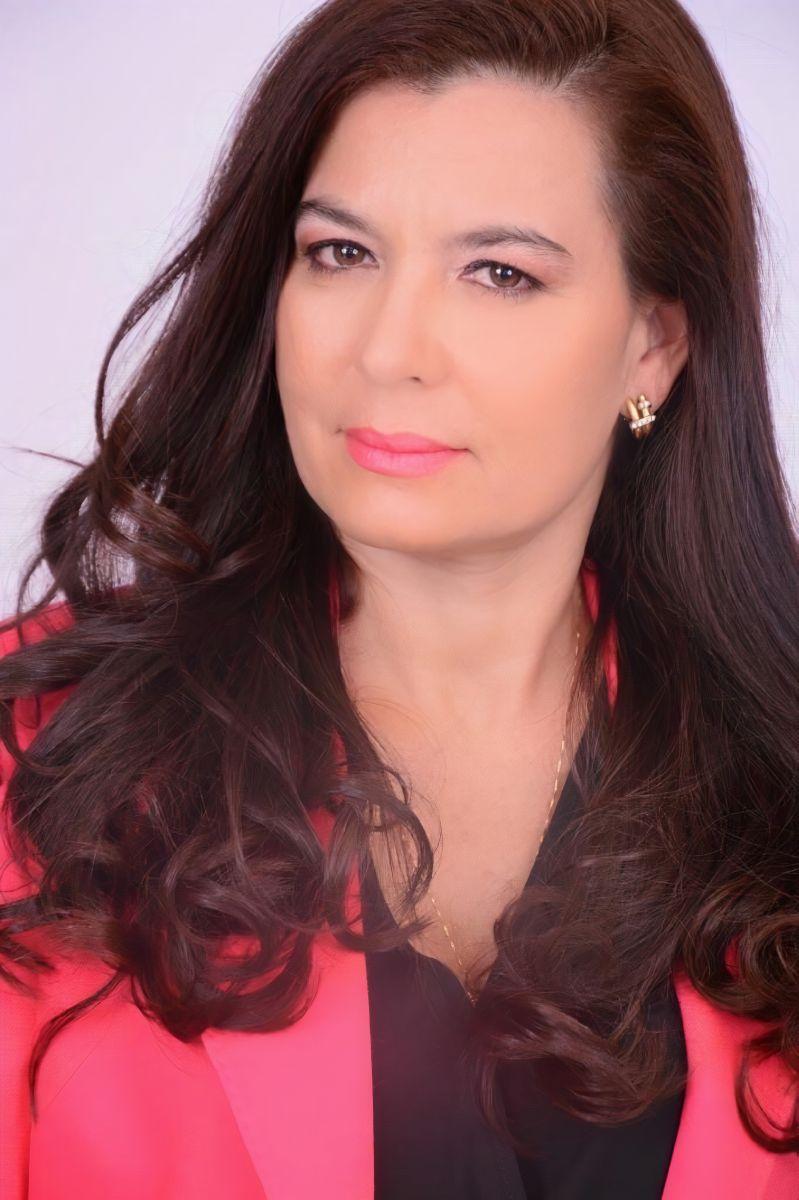 A advogada Viviane Ramone, destaque na página de hoje - Foto: Divulgação